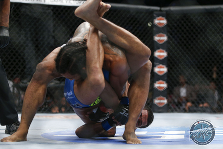 238_benson_henderson_vs_anthony_pettis_medium