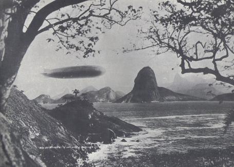 800px-zeppelin_baia_de_guanabara_25-5-1930_medium