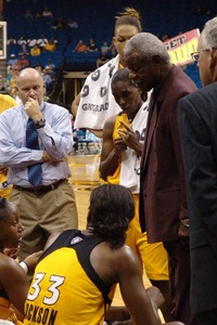 Nolan Richardson in perhaps his last coaching huddle. (Photo courtesy of Troy Littledeer)