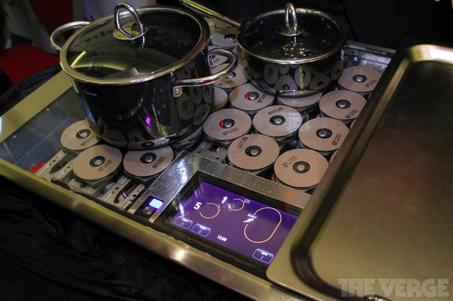 Gallery Photo: Thermidor Freedom auto-sensing induction cooktop hands-on pictures