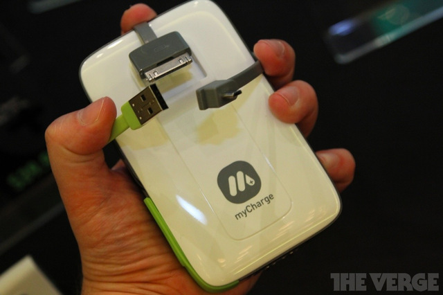 Gallery Photo: MyCharge Explorer, Scout, Quest and Flex external battery hands-on pictures