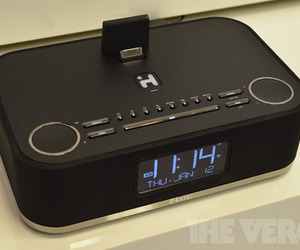 Gallery Photo: iHome iW4 AirPlay alarm clock hands-on photos