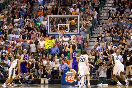 Sure, Steve Nash can hit game-winners like this for another three seasons. Mandatory Credit: Russ Isabella-US PRESSWIRE