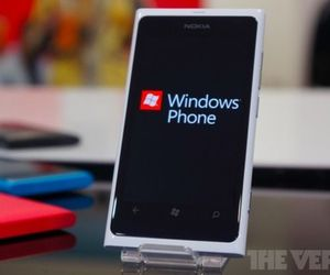 Gallery Photo: White Lumia 800 hands-on photos