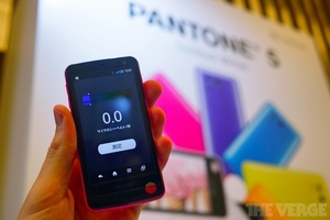 Gallery Photo: SoftBank Pantone 5 107SH hands-on photos