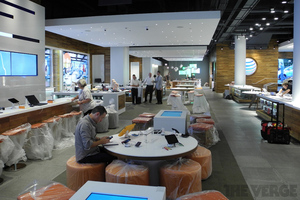 Gallery Photo: AT&T's Chicago flagship store