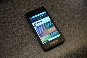 Gallery Photo: BlackBerry 10 Dev Alpha developer testing device hands-on pictures