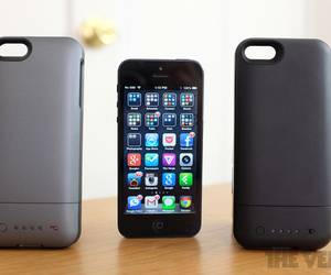 Gallery Photo: Mophie Juice Pack Air and Helium for iPhone 5