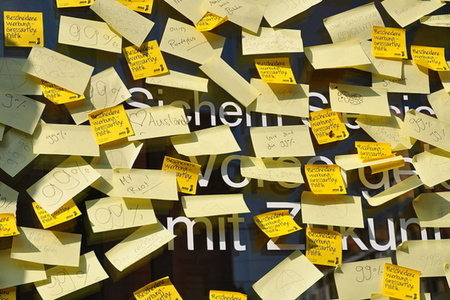 Post-it notes (Wikimedia Commons)