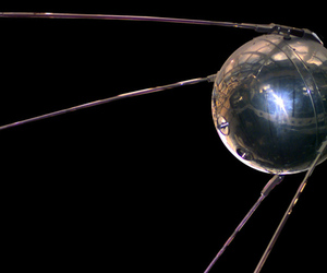 Sputnik replica (Wikimedia Commons)