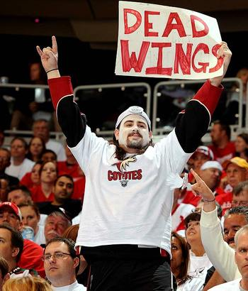 Coyotes-fan-sign_2_