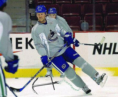Canucks_sundin_stopping_anchor