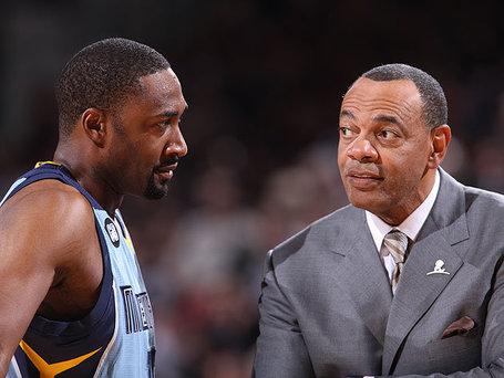 New-grizzly-gilbert-arenas-gets-close-with-memphis-coach-lionel-hollins