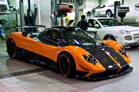 Orange-pagani-zonda--1_460x0w_medium