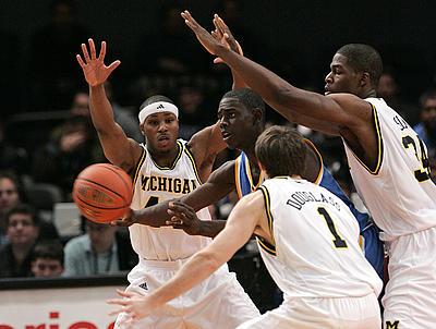 Michigan_ucla_basketball_03_400_medium