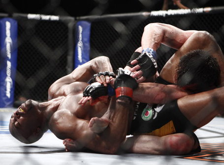 Silva-tapping-out-sonnen_medium