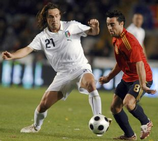 Italy_s_20andrea_20pirlo_20challenges_20spain_s_20xavi_20260308_310_276_medium