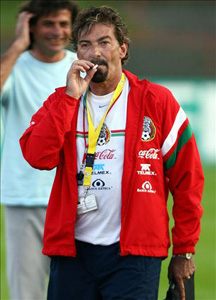 ricardo volpe smoking costa rica