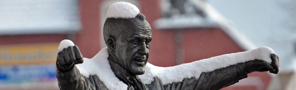 shankly statue snow anfield