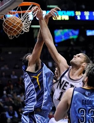 Brook_lopez_dunks_on_hamed_haddadi_medium