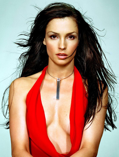 Famke-janssen-the-farm-4296016-400-525_medium