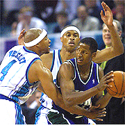 2001-05-10-hornets-bucks_medium