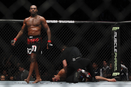 Jon-jones-chokes-out-lyoto-machida_medium