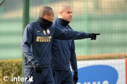 Maicon shows adriano the goal