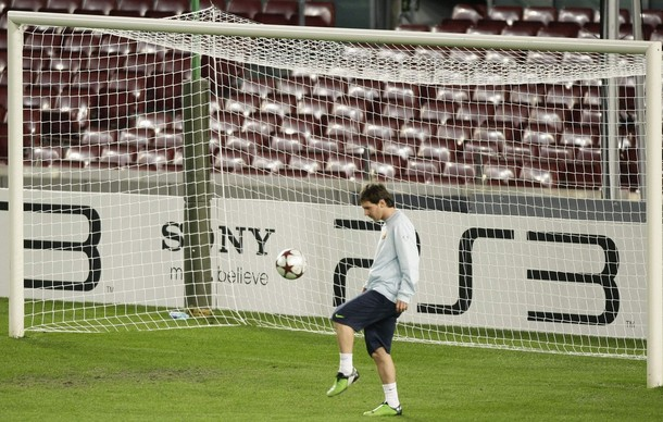 Lionel Messi training before Barca v Inter CL game