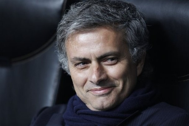 Mourinho flashin those crazy cute dimples