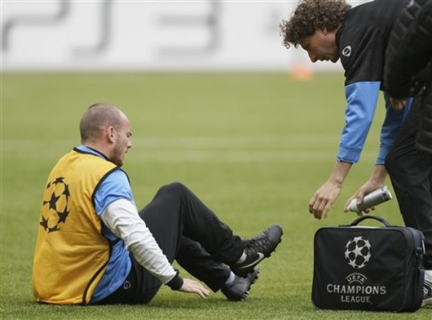 Sneijder Injured by Muntari
