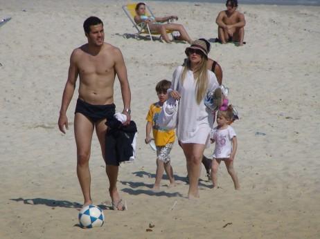 julio-cesar-e-susana-werner-com-os-filhos-na-praia-27