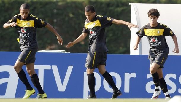 Coutinho training with the big boy Brazilians