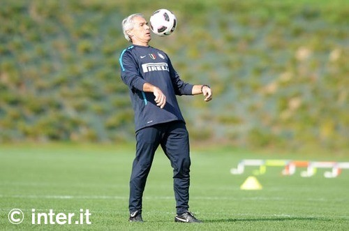 Beppe Baresi Juggles the ball in training