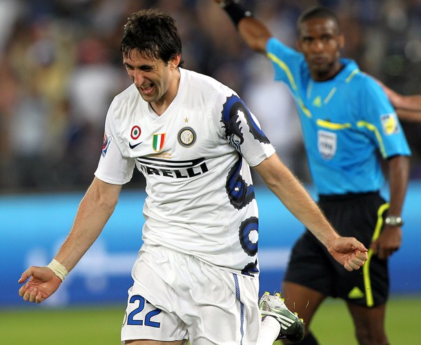 Diego Milito scores at the Fifa Club World Cup