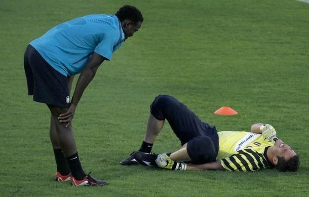 Julio Cesar on the ground