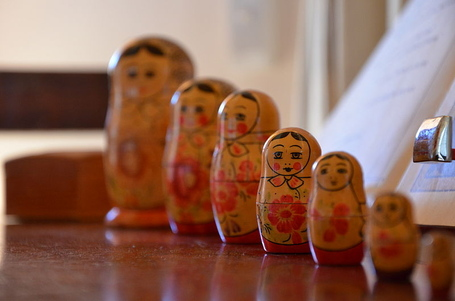 800px-russian_dolls_medium