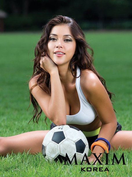 Arianny-celeste-maxim-korea-sitting-grass_medium