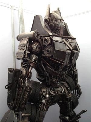 7-foot-tall-optimus-prime-junk-sculpture_medium