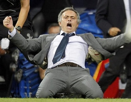 Cristiano-ronaldo-558-jose-mourinho-sliding-knee-goal-celebration-showing-all-his-joy-and-rage-after-ronaldo-late-winning-goal-in-real-madrid-vs-manchester-city-ucl-2012-2013_1154x900_medium