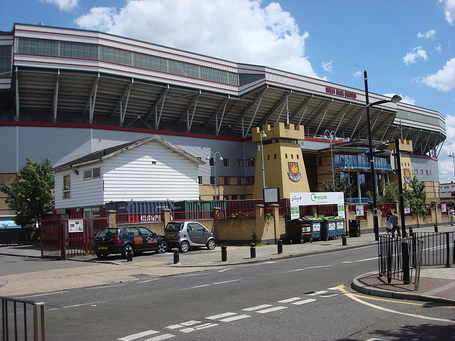 800px-boleyn_ground_upton_park_3_medium