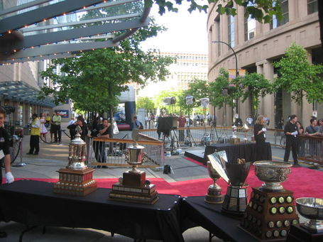 800px-trophies_2006nhlawards_medium