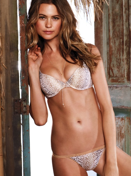 Behati_prinsloo_for_vs_may_2012-201_medium