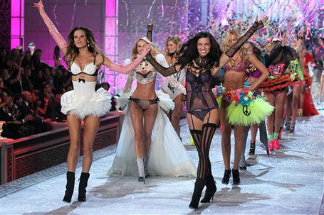 Victorias-secret-fashion-show-2011-the-finale_medium