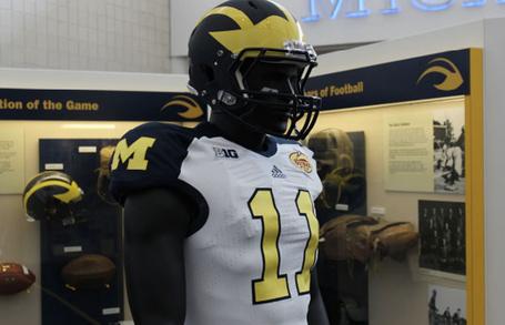 Michigan_bowl_uniforms_w_medium