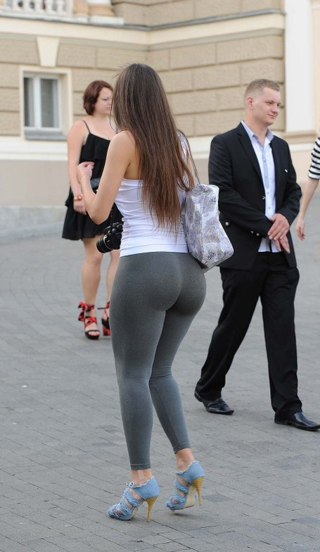 Big-booty-in-yoga-pants-9-464x800_medium