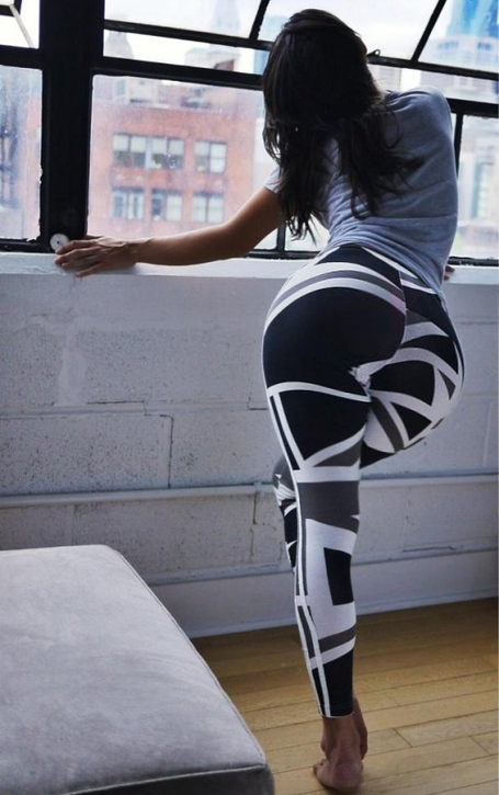 Big-booty-in-yoga-pants-10-500x797_medium