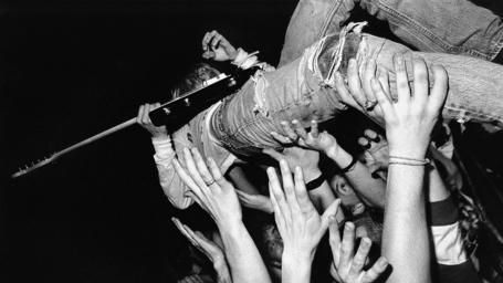 Nirvana_guitar_jeans_hands_fan_14282_1920x1080_medium