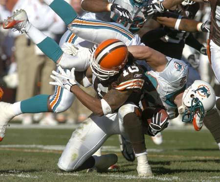 Josh_20cribbs_20tackle_medium