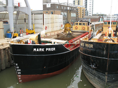 Unloading_the_mark_prior__1__-_geograph